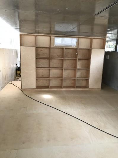 地下1階、フィンランドバーチの仕上げ